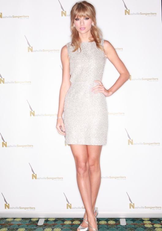 Taylor Swift at the 2013 Nashville Songwriters Association International Songwriter/Artist of the Year Ceremony