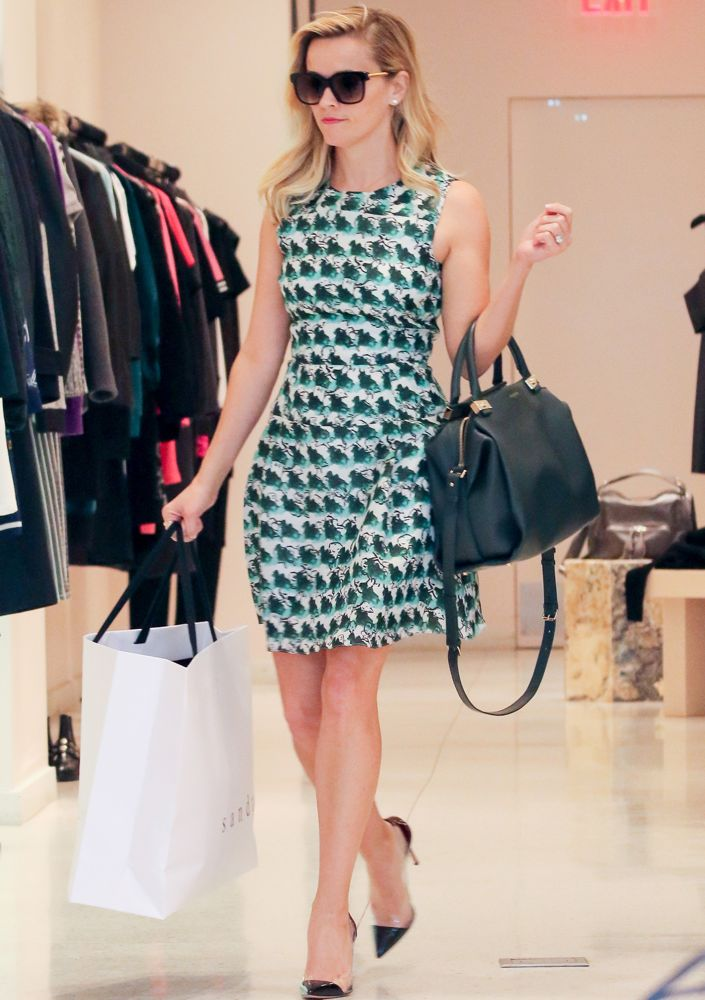 Reese Witherspoon Shopping at the Sandro Paris Store