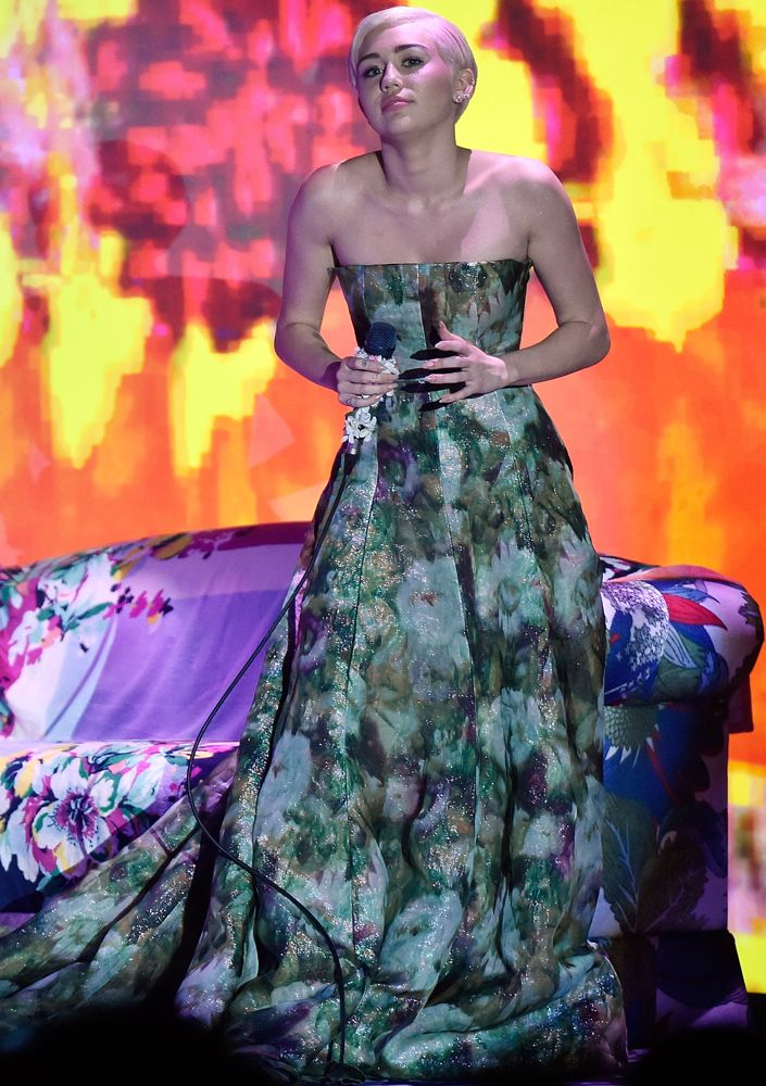 Miley Cyrus Performing at the World Music Awards 2014