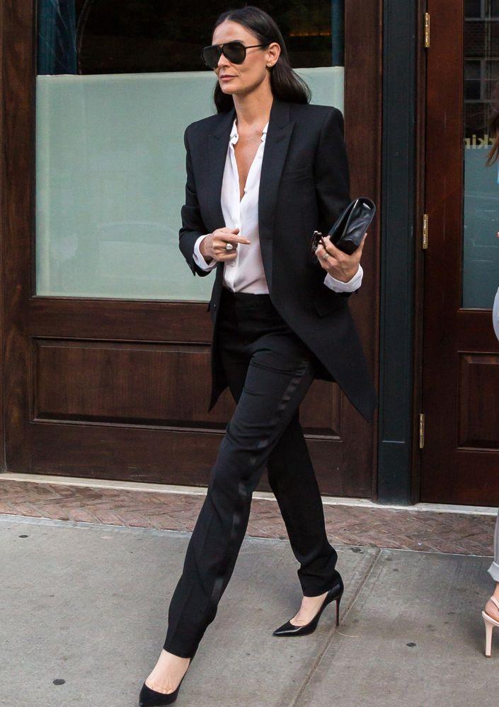 Demi moore leaving her hotel