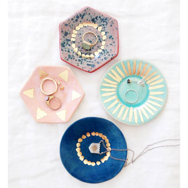 Use Pretty Plates to Display Jewelry and Sunglasses