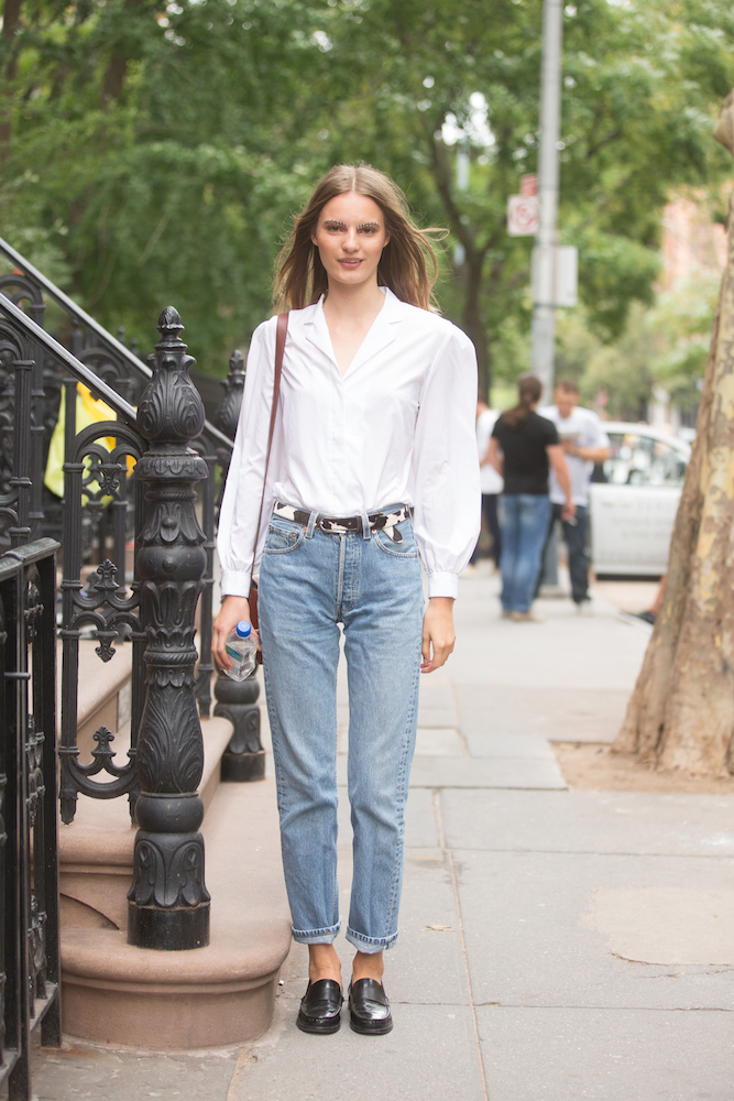 How to Wear Boyfriend Jeans - theFashionSpot
