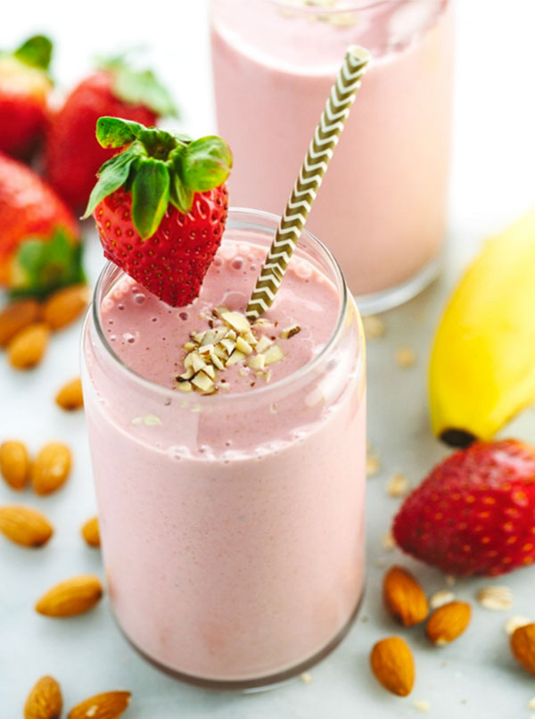 Strawberry Banana Smoothie with Almond Milk