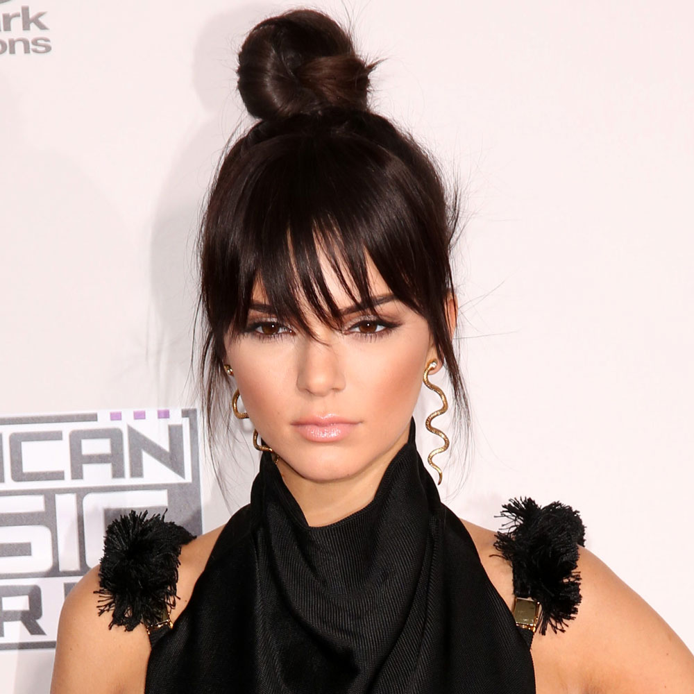 Phenomenal Celebrity Hair Trends Top Knots On The Red Carpet Thefashionspot Short Hairstyles Gunalazisus