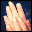 Zooey Deschanel's Pastel Manicure