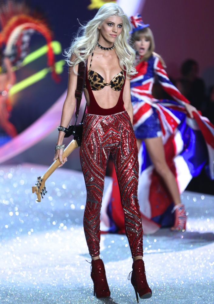 Best Fashion Show Music Ever Devon Windsor