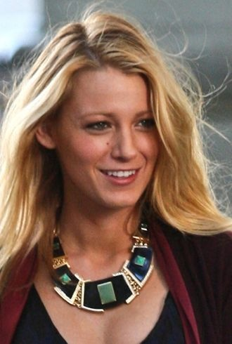 Blake Lively filming a scene for Gossip Girl New York City cropped
