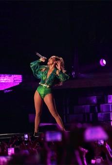 Link Buzz: Jennifer Lopez Brings Back the Iconic Versace Green Dress