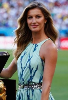 Gisele Bündchen Helps Kick Off the World Cup Final in Louis Vuitton's Resort 2015 Printed Dress