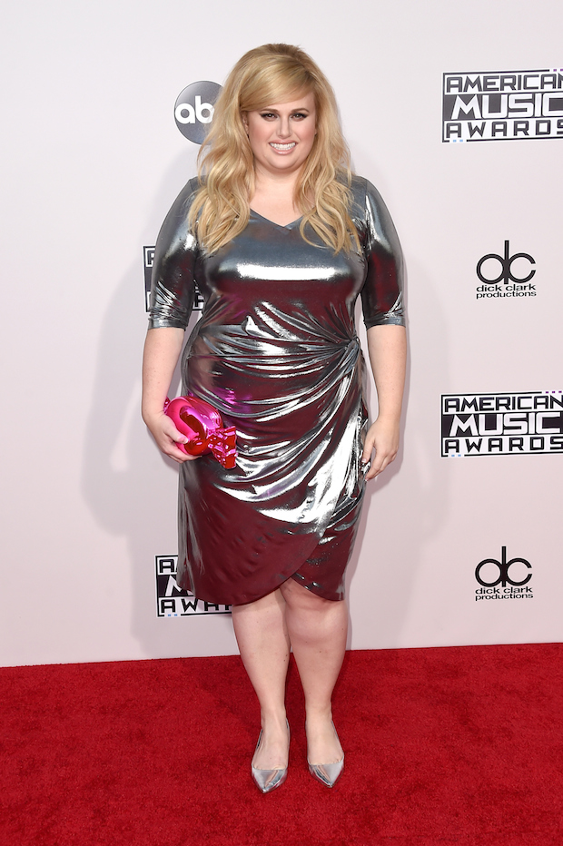 Rebel Wilson Wears Seriously Affordable Dress To 2015 Amas