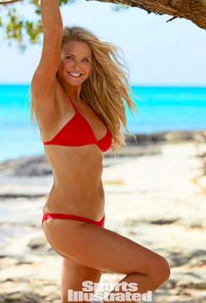 63-Year-Old Christie Brinkley Stuns in the 2017 Sports Illustrated Swimsuit Issue