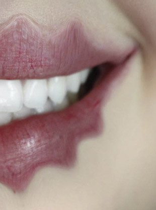 """Beauty vlogger Lexington invented a horrifying new technique known as the """"wavy lip."""""""