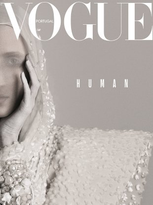 Vogue Portugal December 2017 : Anna Cleveland by Dan Beleiu