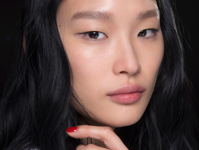 8 Travel-Friendly Beauty Essentials You Can Use on a Plane