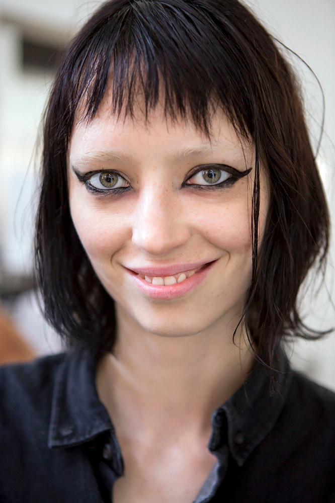17 Uneven Messy Bangs Hairstyles With Major Cool Girl Vibes