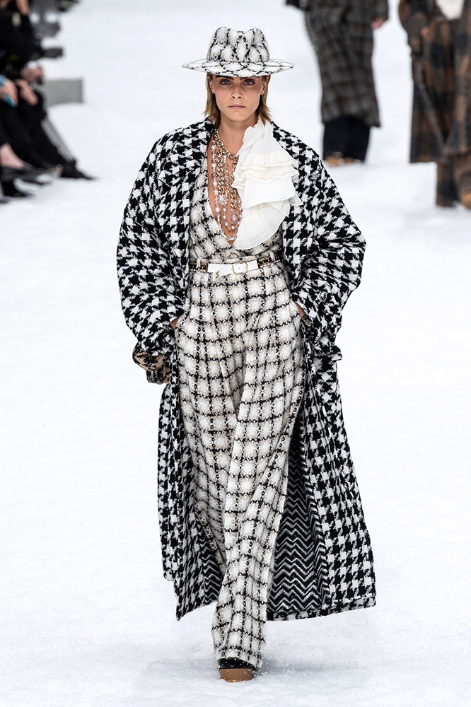 2a8a637a7a See Every Look From the Chanel Fall 2019 Runway, Karl Lagerfeld's ...