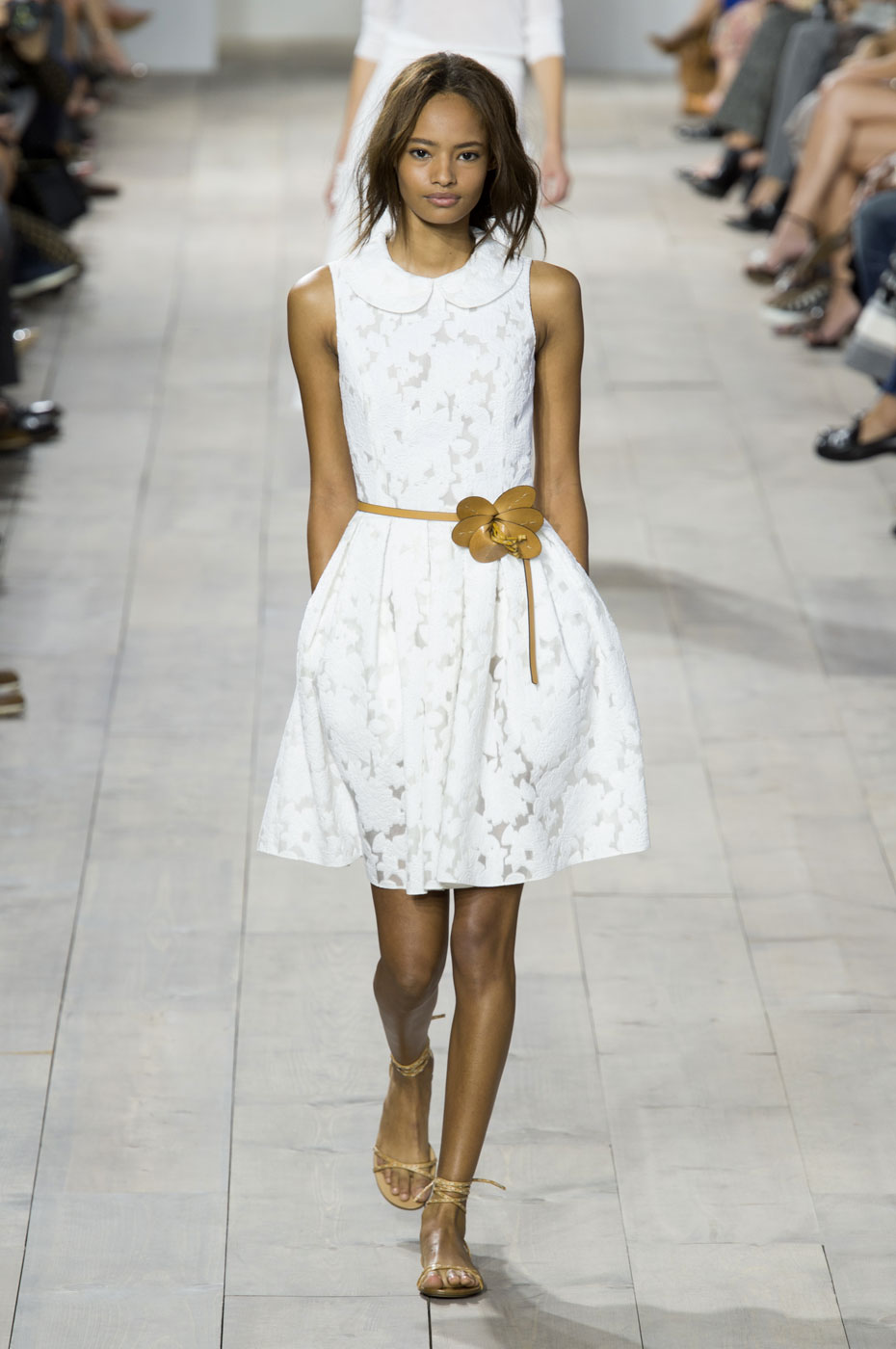How to white a accessorize dress