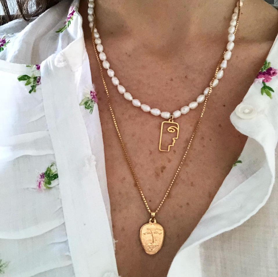 The Secret to Layering Your Necklaces Like Rosie Huntington-Whiteley pictures