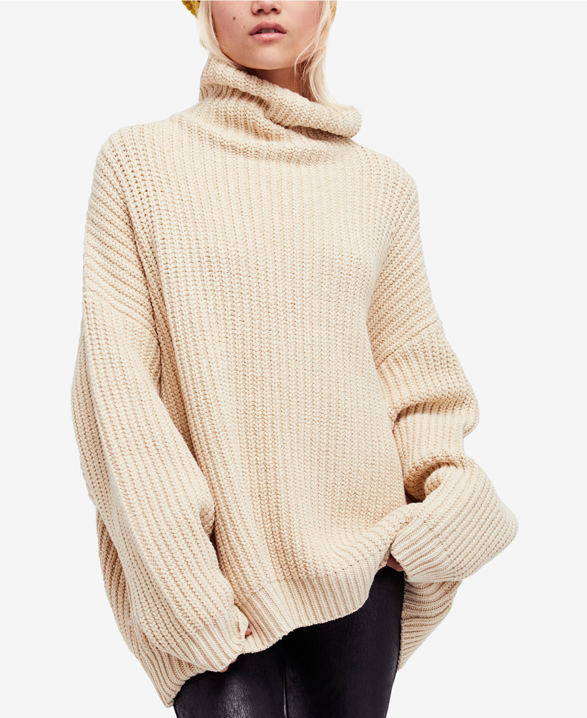 3e0092c6c5 Super-Oversized Sweaters Are This Season's Biggest Trend ...