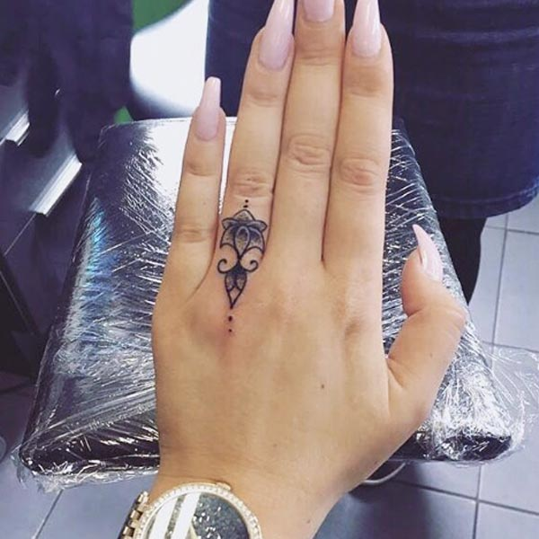 bb56d21fa 13 Finger Tattoos Prettier Than Your Flashy Rings - theFashionSpot