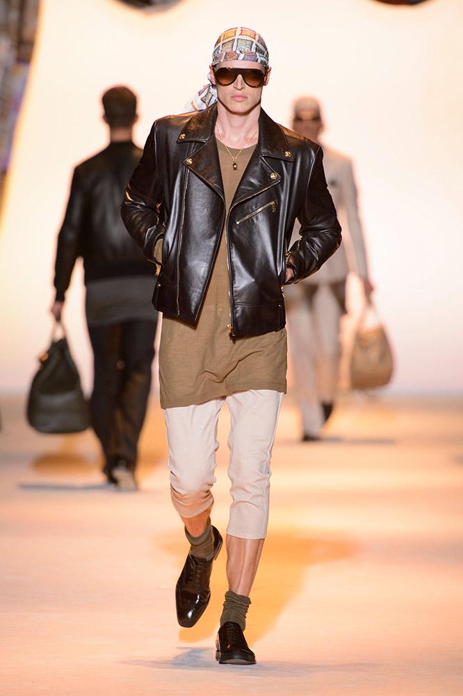 1d38195a72b52 Versace Men s Spring 2016 Runway - theFashionSpot