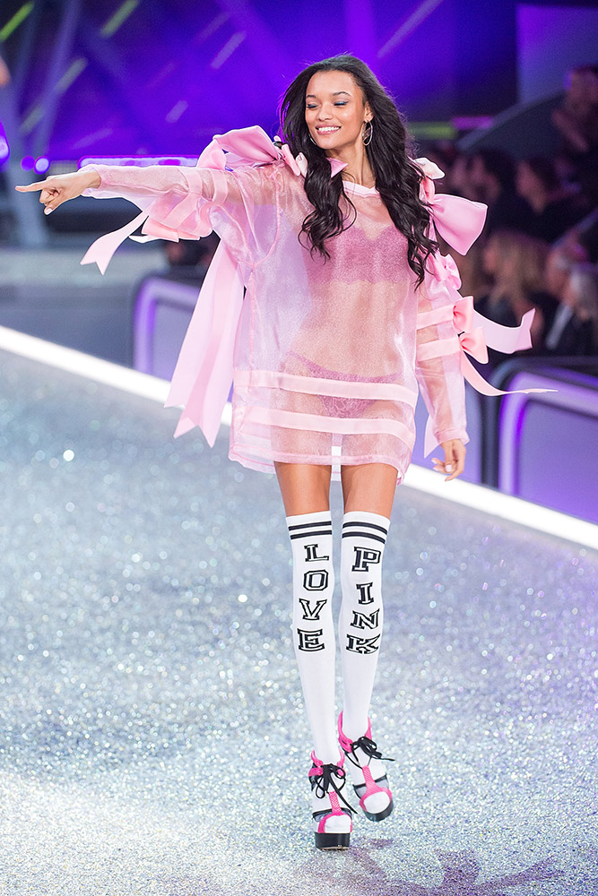 0857e6dd60 Every Look From the 2016 Victorias Secret Fashion Show - theFashionShow