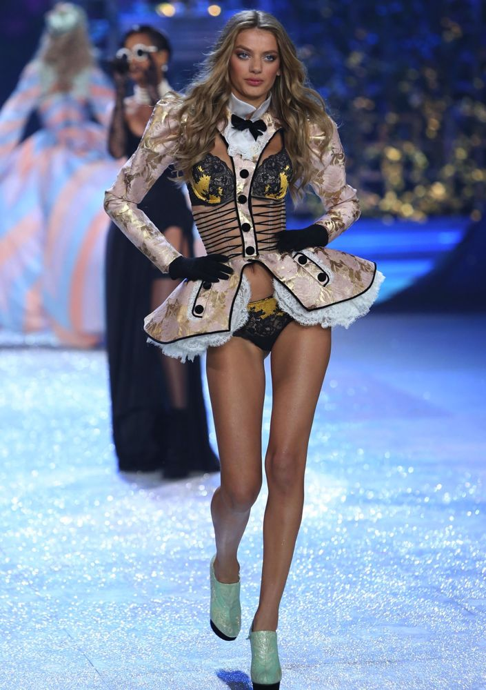 b61bea5d650 The 101 Best Victoria s Secret Fashion Show Shots Ever - theFashionSpot